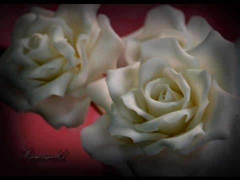 Le rose in pasta di zucchero