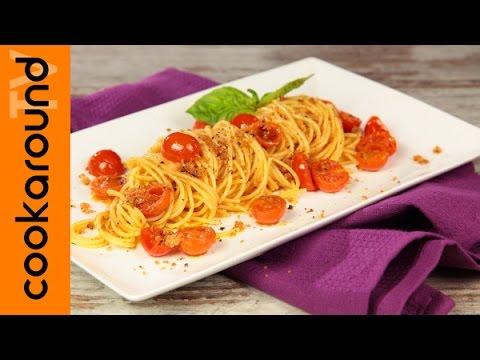 Spaghetti al pomodoro e aromi