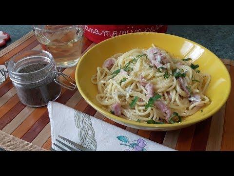 SPAGHETTI ALLA CARBONARA … Con gorgonzola e pancetta affumicata!